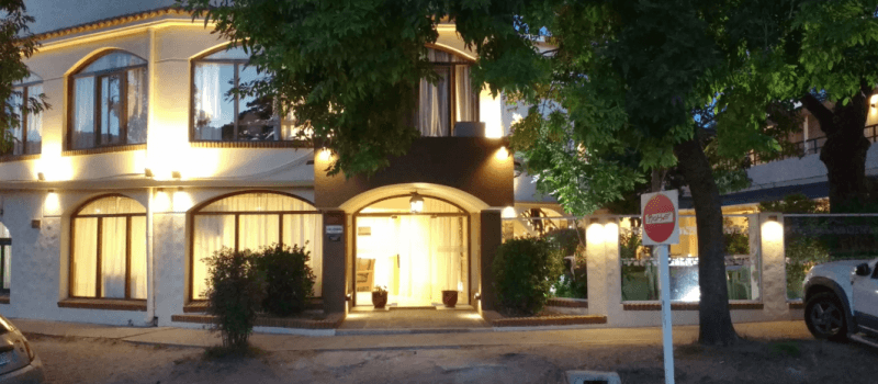 Hotel Colonial en Villa Gesell Buenos Aires Argentina