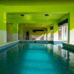 Piscina interior spa resort